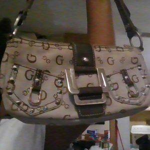 a guess purse
